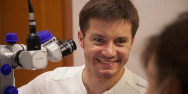 Стоматолог з Прикарпаття  разом з батьком представить Україну на конгресі в Голлівуді