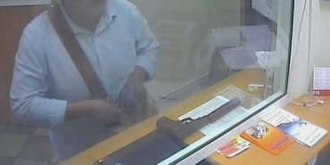 Поліція затримала уродженця Прикарпаття, який 10 років грабував банки та залишав касирам цукерки