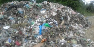 """""""Подорож"""" львівського сміття: у Ланчині вночі скинули 100 тонн. ФОТО"""