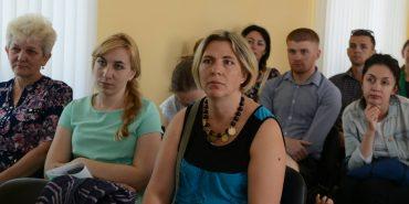 """БФ """"Карітас"""" впроваджує проект для вирішення проблеми спілкування між коломиянами і переселенцями"""