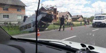 """Перекинувся рейсовий автобус """"Косів – Трускавець"""", є потерпілі"""