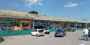 У Франківську пронісся смерч: вітер зривав дахи і пошкодив автомобілі. ФОТО