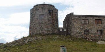 Зі стіни обсерваторії на горі Піп Іван зірвався турист
