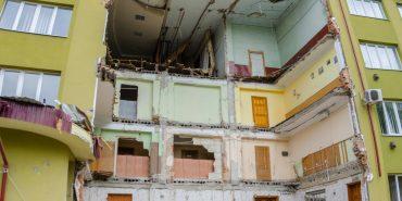 Дирекція аварійного коледжу у Коломиї вважає, що обвал будівлі міг статися через рух танків. ВІДЕО
