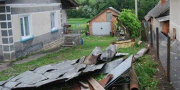 Внаслідок негоди на Прикарпатті пошкоджено покрівлі 20 будинків та посіви зернових