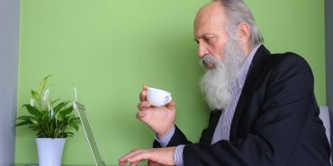 Випивайте щоранку каву з віскі і уникайте чоловіків: довгожителі розповіли свої секрети тривалішого життя