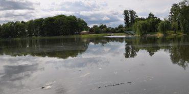 У Коломиї рятувальники не дозволили чотирьом нетверезим чоловікам купатися в міському озері