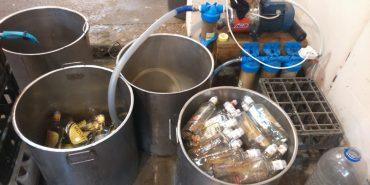 На Франківщині припинили діяльність підпільного цеху з виробництва алкоголю. ФОТО