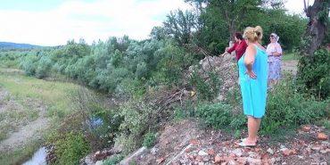 У Шепарівцях на Коломийщині біля людських осель обвалюється ґрунт. ВІДЕО