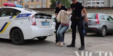 На Франківщині жінці, яку двічі ловили на скандальних ДТП, загрожує до восьми років позбавлення волі