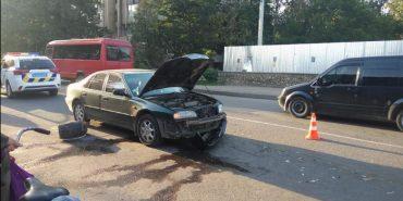 У Коломиї водій зіткнувся з трьома автівками, після чого втік з місця ДТП. ВІДЕО