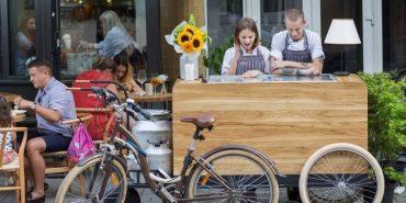 Місто поглядом продавця морозива: прикарпатців запрошують подивитися людям в очі з посмішкою