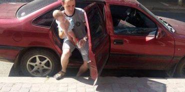 На Прикарпатті небайдужі врятували немовля, яке задихалося в зачиненому авто. ФОТО