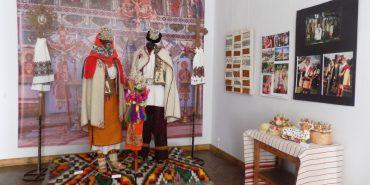 Гуцульське весілля: в коломийському музеї проходить виставка весільних строїв