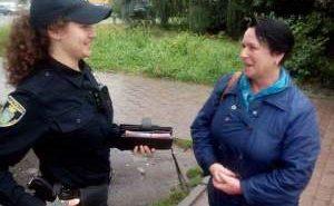 Вчителька повернула знайдений гаманець, а патрульна з Коломиї допомогла розшукати власника