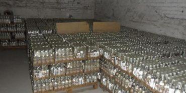 1000 пляшок та 2000 акцизних марок: за підробку алкоголю мешканцю Прикарпаття загрожує до семи років позбавлення волі