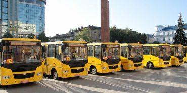 Навчальним закладам Прикарпаття передали 12 шкільних автобусів. ФОТО