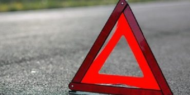 Чергова ДТП на Прикарпатті мотоцикл викинуло на мікроавтобус