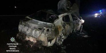 П'яний водій тікав від патрульних: у поліції розповіли подробиці ДТП на Франківщині, внаслідок якої спалахнуло авто. ФОТО