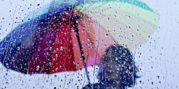 """""""Грози, град, шквалисте посилення вітру"""": на Прикарпатті оголосили штормове попередження"""
