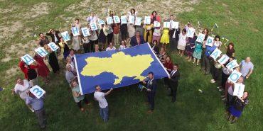 Американське посольство оригінально привітало українців з Днем Незалежності. ВІДЕО