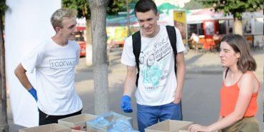 """У Коломиї активісти організації """"ЕкоҐвалт"""" розказували мешканцям міста як сортувати сміття. ВІДЕО"""