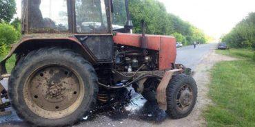 """На Коломийщині """"ВMW"""" в'їхало у трактор – двоє людей у лікарні"""