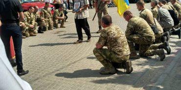 На Франківщині попрощалися із загиблим у зоні бойових дій 43-річним Миколою Фурманом. ФОТО