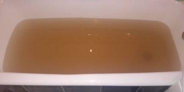 Коломияни скаржаться на брудну воду з-під крану. ФОТОФАКТ