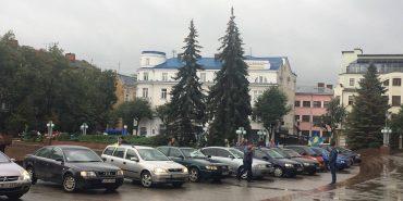"""На Франківщині вийшли на пікет водії-власники """"євроблях"""". ФОТО"""