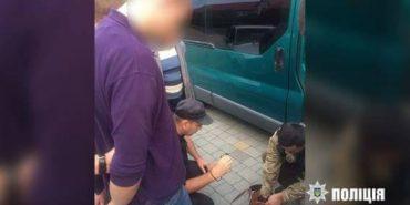 На Івано-Франківщині молодий хлопець намагався збути ручну гранату. ФОТО