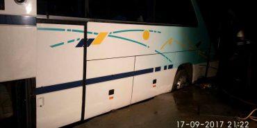 На Прикарпатті автобус з польськими туристами провалився у яму. ФОТО
