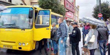 У Франківську побили водія маршрутки, після того як він збив двох людей. ВІДЕО+ФОТО