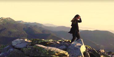Співачка Руслана посеред ночі підкорила Карпати заради нового кліпу. ВІДЕО