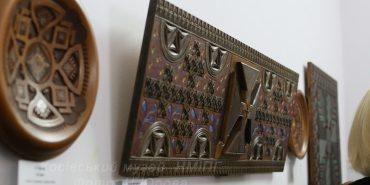 Відомий митець презентував у Косові виставку унікальної різьби. ФОТО