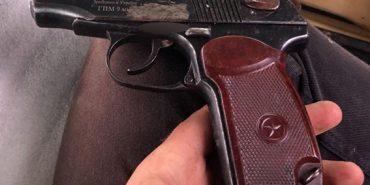 Поліція виявила у мешканця Коломийщини пістолет та наркотики. ФОТО
