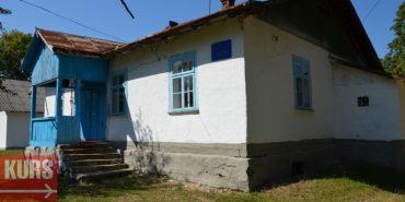 У прикарпатському селі батьки вже вкотре не пустили дітей до школи через її аварійний стан