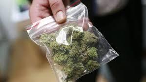 На Франківщині патрульні знайшли наркотики у шкарпетках юнака. ФОТО
