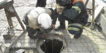 На Франківщині під час чищення каналізації двоє комунальників отруїлися невідомими газами