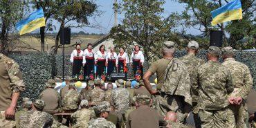 Київські артисти завітали з концертом до військових 10-ої бригади у Коломиї. ФОТО