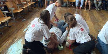 Півтисячі коломийських школярів навчилися надавати першу медичну допомогу. ВІДЕО