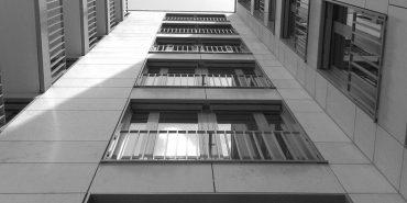П'яна 30-річна прикарпатка випала з вікна багатоповерхівки