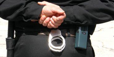 Прокуратура затримала п'ятьох поліцейських, які били та грабували громадян на вокзалі у столиці. ФОТО