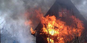 Вночі в Коломиї горів дачний будинок, постраждала 55-річна жінка