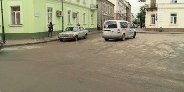 На кількох перехрестях Коломиї планують організувати круговий рух. ВІДЕО