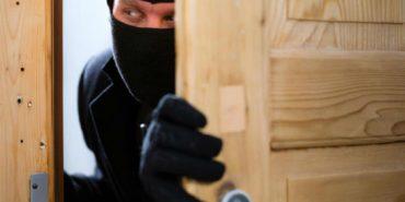 На Коломийщині жінки самі змогли затримати злодіїв, які пограбували будинок