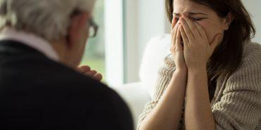13 фраз, які не можна казати людям з депресією