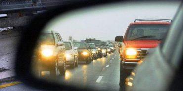 Віднині водії мають вмикати ближнє світло фар