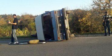 Потрійна ДТП на Прикарпатті: водій виїхав на зустрічну смугу. ФОТО