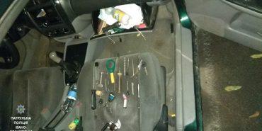На Прикарпатті в автомобілі нетверезого водія правоохоронці виявили відмички, балаклави та вибухівку. ФОТО